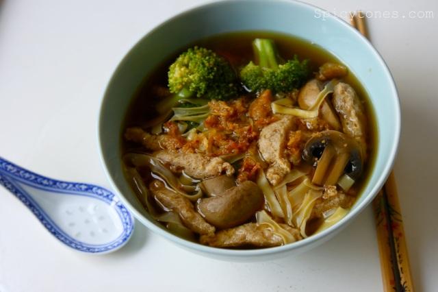 Warm noodle soup1
